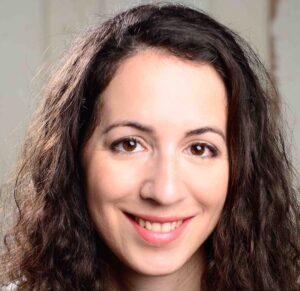 Annie Xystouris headshot